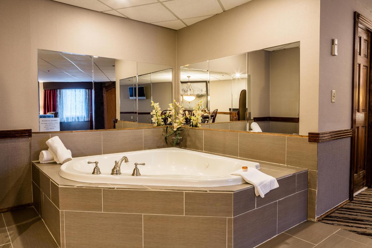 Jacuzzi Hotel Room - Central MA Getaway | Colonial Hotel